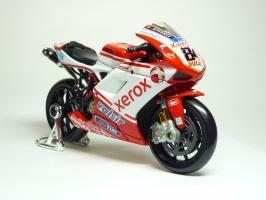 Прикрепленное изображение: Ducati 1198 #84 M. Fabrizio \'2010 (Maisto) 3.JPG