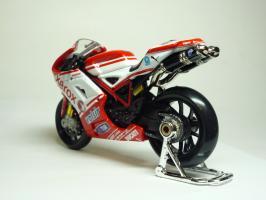 Прикрепленное изображение: Ducati 1198 #84 M. Fabrizio \'2010 (Maisto) 6.JPG