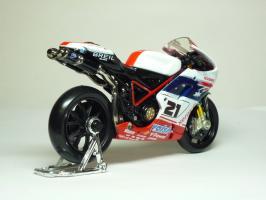 Прикрепленное изображение: Ducati 1098 #21 T. Bayliss (Australian Flag) \'2008 (Maisto) 5.JPG