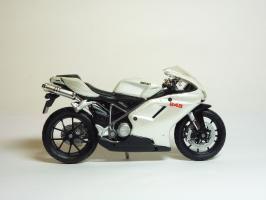 Прикрепленное изображение: Ducati 848 \'2008 (Maisto) 4.JPG