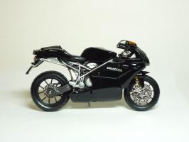 Прикрепленное изображение: Ducati 999 S \'2003 (Bburago) 4.JPG