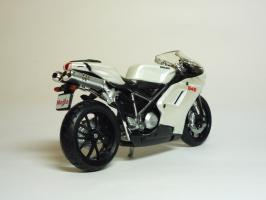 Прикрепленное изображение: Ducati 848 \'2008 (Maisto) 5.JPG