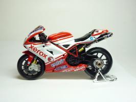 Прикрепленное изображение: Ducati 1198 #84 M. Fabrizio \'2010 (Maisto) 1.JPG