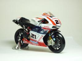 Прикрепленное изображение: Ducati 1098 #21 T. Bayliss (Australian Flag) \'2008 (Maisto) 3.JPG