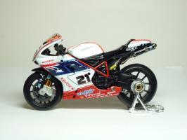 Прикрепленное изображение: Ducati 1098 #21 T. Bayliss (Australian Flag) \'2008 (Maisto) 1.JPG