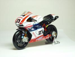 Прикрепленное изображение: Ducati 1098 #21 T. Bayliss (Australian Flag) \'2008 (Maisto) 2.JPG