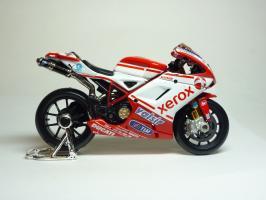 Прикрепленное изображение: Ducati 1198 #84 M. Fabrizio \'2010 (Maisto) 4.JPG