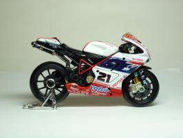 Прикрепленное изображение: Ducati 1098 #21 T. Bayliss (Australian Flag) \'2008 (Maisto) 4.JPG