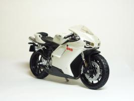 Прикрепленное изображение: Ducati 848 \'2008 (Maisto) 3.JPG