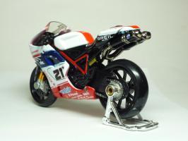 Прикрепленное изображение: Ducati 1098 #21 T. Bayliss (Australian Flag) \'2008 (Maisto) 6.JPG