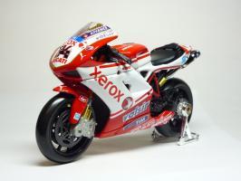 Прикрепленное изображение: Ducati 1198 #84 M. Fabrizio \'2010 (Maisto) 2.JPG