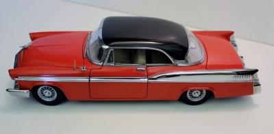 Прикрепленное изображение: 1956 Chrysler St. Regis red and black.png