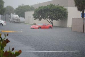 Прикрепленное изображение: Ferrari-California-flood-630x421.jpg