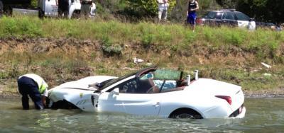 Прикрепленное изображение: ferrari-water-landing-full.jpg