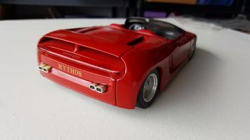 Прикрепленное изображение: Ferrari-Mythos-118-Revell-_572.jpg