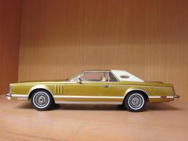 Прикрепленное изображение: 1978 Lincoln Mark V gold 2.jpg