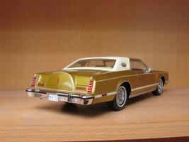 Прикрепленное изображение: 1978 Lincoln Mark V gold 3.jpg