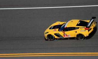 Прикрепленное изображение: chevrolet-corvette-c7-r-makes-racing-debut-2014-rolex-24-at-daytona_100454363_l.jpg