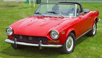 Прикрепленное изображение: Fiat_124_Spider_pic_5771.jpg