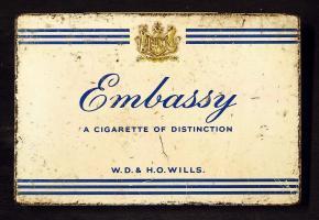 Прикрепленное изображение: Embassy_cigarettes_tin,_WD_&_HO_Wills.JPG