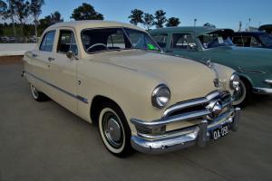Прикрепленное изображение: 1950_Ford_Custom_V8_Fordor_sedan_(6102168815).jpg