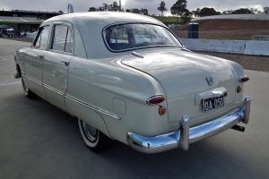 Прикрепленное изображение: 1950_Ford_Custom_V8_Fordor_sedan_(6102699840).jpg