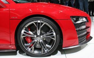 Прикрепленное изображение: 112_2008_geneva_motor_show_10z+audi_r8_v12+wheel.jpg