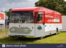 Прикрепленное изображение: 1967-aec-gold-leaf-team-lotus-f1-truck-rebuilt-in-2005-on-an-aec-swift-D2DAGJ.jpg