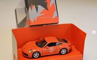 Прикрепленное изображение: 2020-porsche-911-scale-model-shows-up-in-lava-orange-131012_1.jpg