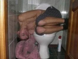 Прикрепленное изображение: mal-wieder-auf-toilette-schlafen.jpg