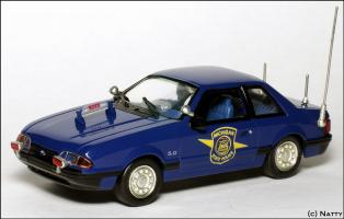 Прикрепленное изображение: 1991 Ford Mustang SSP Michigan State Police - White Rose Collectibles - DEDF99084W - 1_small.jpg