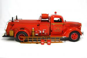 Прикрепленное изображение: 1940 Ford Fire Truck (6).JPG