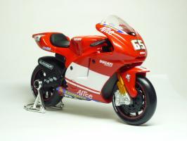 Прикрепленное изображение: Ducati Desmosedici #65 L. Capirossi \'2004 (Maisto) 3.JPG