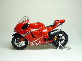 Прикрепленное изображение: Ducati Desmosedici #27 C. Stoner \'2007 (Maisto) 1.JPG