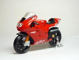 Прикрепленное изображение: Ducati Desmosedici #65 L. Capirossi \'2006 (Maisto) 2.JPG
