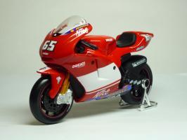 Прикрепленное изображение: Ducati Desmosedici #65 L. Capirossi \'2004 (Maisto) 2.JPG
