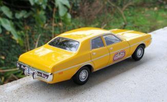 Прикрепленное изображение: DODGE Coronet Custom 4-doors sedan Taxi de Beyrouth 1973  Altaya.jpg