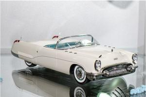 Прикрепленное изображение: Minichamps 1953 Buick Wildcat I.JPG