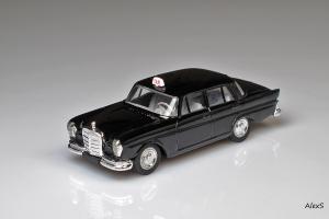 Прикрепленное изображение: Mercedes-Benz W111 220SE Taxi Eligor 1381 1.jpg
