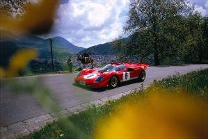 Прикрепленное изображение: Nino Vaccarella in a Ferrari 512S at Targa Florio in 1970.jpg