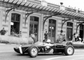 Прикрепленное изображение: F1 1961 Monaco GP - Stirling Moss (Lotus) 2.jpg