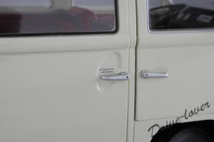 Прикрепленное изображение: Volkswagen T2a Bus Schuco 450019000_12.jpg