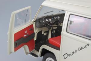 Прикрепленное изображение: Volkswagen T2a Bus Schuco 450019000_18.jpg