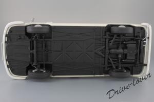 Прикрепленное изображение: Volkswagen T2a Bus Schuco 450019000_24.jpg
