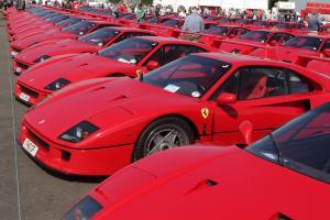 Прикрепленное изображение: FerrariF40_Silverstone2012-2.jpg