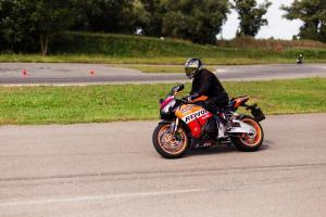 Прикрепленное изображение: Honda CBR 1000 RR (19).jpg