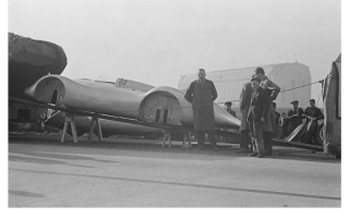 Прикрепленное изображение: Auto Union International speed record car without its wheels.png