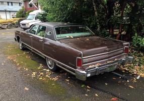 Прикрепленное изображение: 1975 Lincoln Continental Town Car 2.jpg