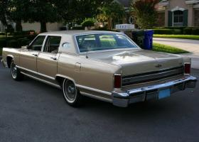 Прикрепленное изображение: 1978 Lincoln Town Car WILLIAMSBURG SPECIAL EDITION6.jpg