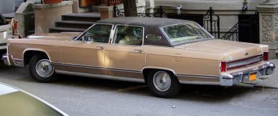 Прикрепленное изображение: 1978_Lincoln_Continental_Town_Car,_rear_left.jpg